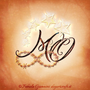 Monogramma lettere MO disegnate su simbolo infinito floreale e stelle