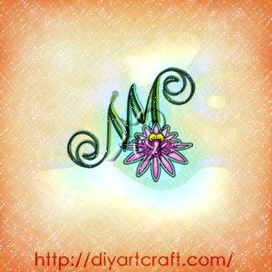 Fiore di loto stilizzato sul monogramma MN a colori.