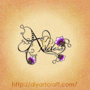 Nome Adele disegnato in corsivo con fiori viola stilizzati tattoo elegante.