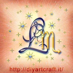 Segno zodiacale Scorpione disegnato insieme alla maiuscola L idea tattoo