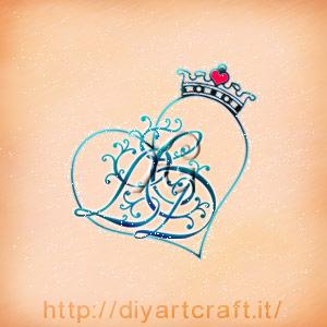 Stemma di famiglia LCD fregio misterioso con corona sul cuore stilizzato.