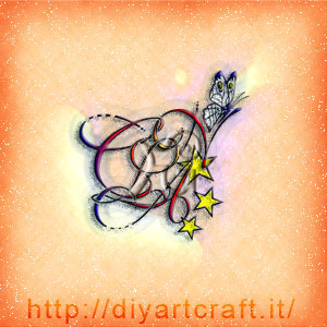 Lettere corsive CLAN in stemma astratto con farfalla e stelle.