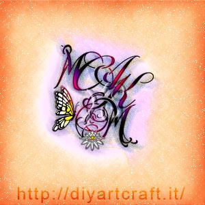 Stemma 5 lettere intrecciate MACKM con fiore di loto e farfalla a colori.