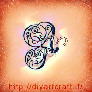 Monogramma AT rebus per messaggi allegorici attraverso una farfalla stilizzata e monocroma.