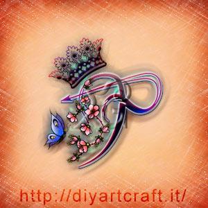 Lettera stilizzata P rebus per messaggi manifesto con fiori di pesco, farfalla e corona regale.