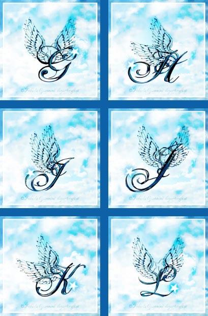 6 maiuscole corsive con ali stilizzate: G-H-I-J-K-L su sfondo cielo