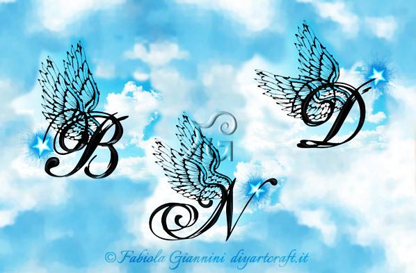 Singole maiuscole stilizzate in corsivo con ali di angelo