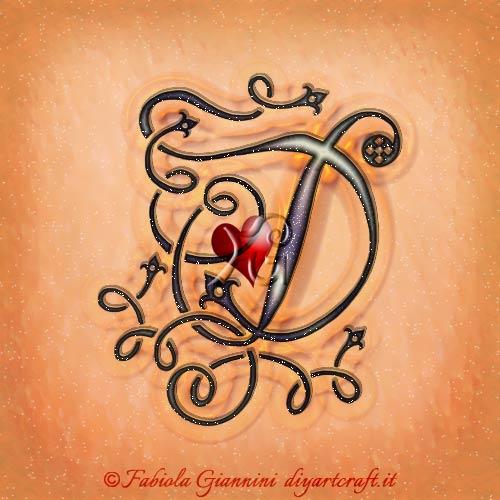 Il cuore rosso è al centro della singola maiuscola D disegnata in corsivo con riccioli e curve stile antico.