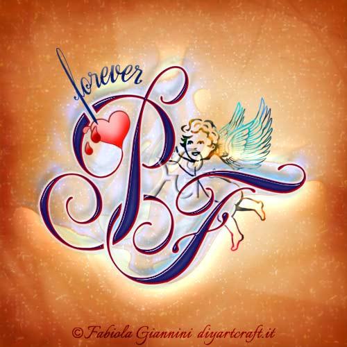 """Un angelo alato sorregge le maiuscole PF stilizzate intrecciate. La scritta in lingua inglese """" Forever"""" entra nel disegno di un cuore sanguinante racchiuso nella maiuscola P."""